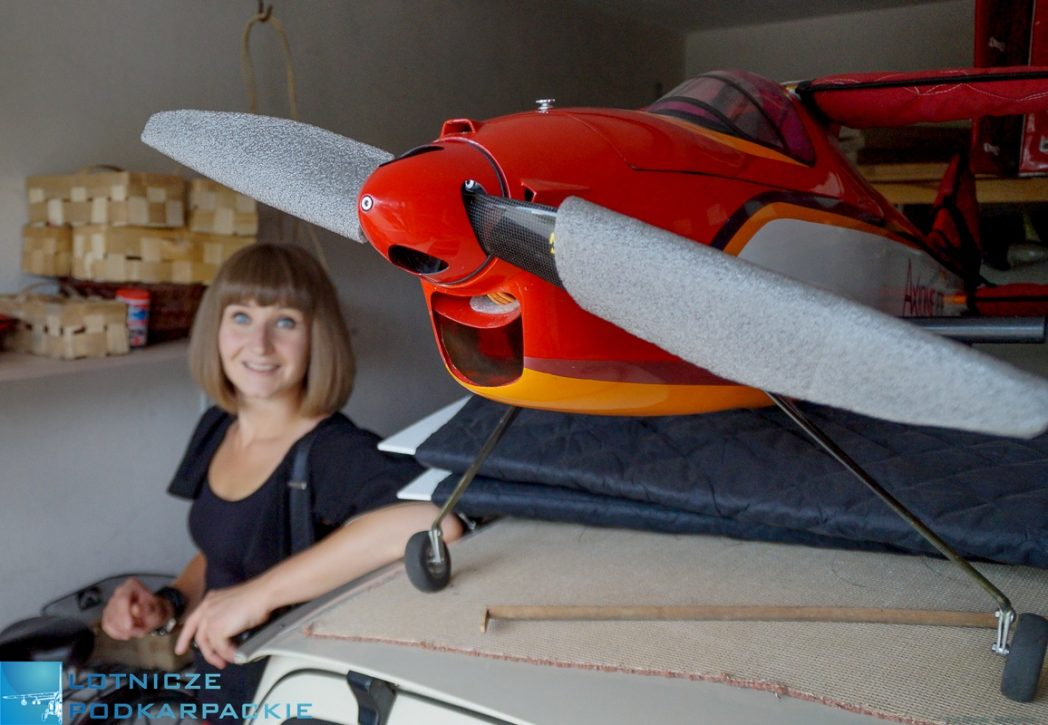 samolot kobieta piwnica model
