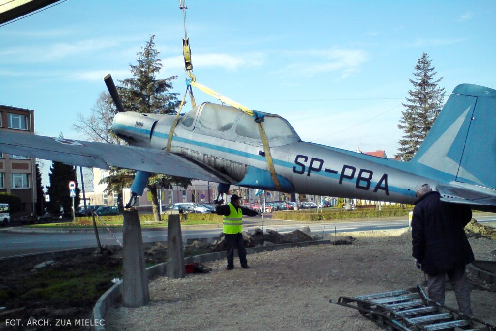 demontaż samolotu na rynku